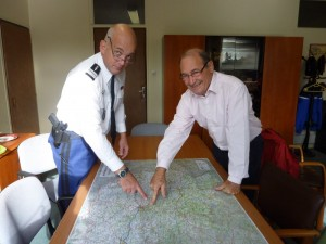 Le Colonel Dautrix avec Jean-Claude Rouet, élu responsable de la charte forestière