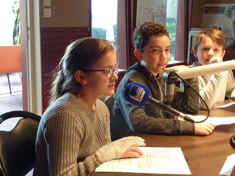 Delphine au micro sur l'antenne de France Bleu Creuse